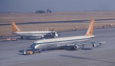 South African Airways Boeing 707 and 737 aircraft at Jan Smuts Airport, Johannesburg, South Africa. Boeing 707, Boeing Aircraft, Passenger Aircraft, Illinois, Air Photo, Aviation Industry, Vintage Air, Civil Aviation, South Africa