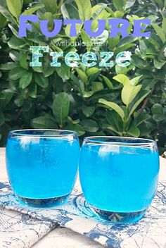 This refreshing, smooth Future Freeze Cocktail would be perfect as a sunset drink, or when lounging around the pool ! Bar Drinks, Cocktail Drinks, Cold Drinks, Alcoholic Drinks, Cocktail Recipes, Drink Recipes, Fancy Drinks, Drink Menu, Cocktail Shaker