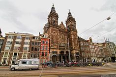 This church , called St. Nicolaaskerk , was designed by architect Adrianus Bleijs ( 1842-1912 ) and joins characteristics of two architectural styles : the neorrenacentismo and neo-baroque . In its main face two towers with a window in it represents Christ and the four evangelists , while above them towers a statue of St. Nicholas , who , in his honor , is given the name to this church. St. Nicholas is also the patron of the city.