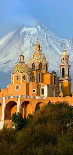 Iglesia de Nuestra Señora de los Remedios y el Volcan Popocatepl, Cholula…