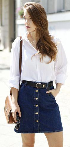 Saia jeans de botão + camisa branca