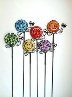 beads and wire art - inspiration Wire Crafts, Metal Crafts, Diy And Crafts, Arts And Crafts, Copper Wire Art, Art Fil, Wire Ornaments, Wire Flowers, Deco Originale