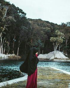 Beautiful Muslim Women, Beautiful Hijab, Girl Pictures, Girl Photos, Niqab Fashion, Islamic Girl, Muslim Hijab, Hijabi Girl, Stylish Girls Photos