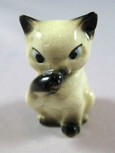 Hagen Renaker miniature made in America Siamese Mama Cat Sucking Thumb HTF