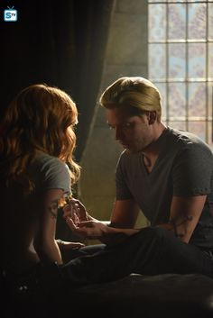 """Shadowhunters - Episode - Thy Soul Instructed - Promotional Photos + Synopsis - part 2 of 5 """"Jace's concerns grow about his mental state and turns to Luke for information on his family's past. Shadowhunters Tv Series, Shadowhunters Season 3, Cassandra Clare, Clary Et Jace, Dominic Sherwood, Jace Wayland, Clace, City Of Bones, Shadow Hunters"""