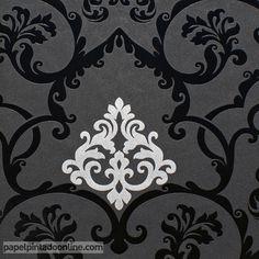 Papel Pintado Flock 4 95538-1, papel con fondo negro en textura similar a espuma y con dibujo de elegantes medallones en negro brillante y pequeños detalles en el interior de los medallones en plata.