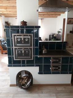 Kitchen Fireplace, Kitchen Designs Photos, Cool Kitchens, House Styles, Kitchen Design, Black Kitchens, Black Kitchen Countertops, Home Decor, Small Log Cabin