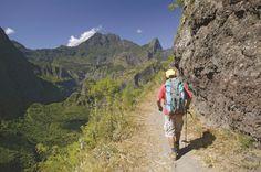 Insel Kombinationsreise im Indischen Ozean: La Reunión & Mayote. Erkunden Sie La Réunion neun Tage lang als Selbstfahrer und erleben Sie die klassischen Höhepunkte bei einer Rundreise. Die Unterkünfte sind für Sie vorgebucht. Im Anschluss geht es auf die noch relativ unbekannte Inselgruppe Mayotte vor der Küste Madagaskars. Hier bieten sich optimale Bedingungen für Schnorchler und Taucher oder entspannte Tage am Strand. 14 Tage ab St-Denis / bis Mayotte.