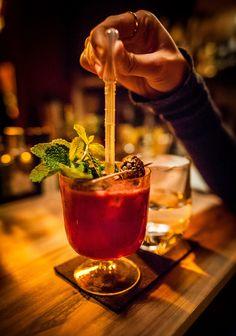 Wo gibt's die besten Cocktails der Stadt? Aus den Lieblingsorten unserer  Stadtfreunde haben wir gemeinsam mit Stadtfreund Martin Förster die 10  besten Cocktailbars zusammengestellt.