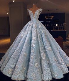 beautiful gowns by Valdrin Sahiti Ball Gown Dresses, 15 Dresses, Elegant Dresses, Pretty Dresses, Fashion Dresses, Formal Dresses, Debut Gowns, Quince Dresses, Quinceanera Dresses