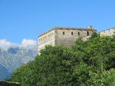 The bastion of century Gjirokaster Castle, Gjirokaster, Albania, now serves as an arms museum. 12th Century, Albania, Arms, Southern, Castle, Museum, Mansions, House Styles, Arm