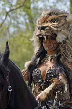 That lion head gives major distraction armor. not to mention the very fantasy-female armor! Fantasy Armor, Medieval Fantasy, Lady Fantasy, Larp, Fantasy Characters, Female Characters, Iconic Characters, Character Inspiration, Character Design