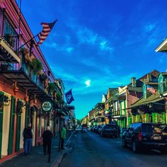 #flashback #NewOrleans #louisiana #NoLa #frenchquarter #LA #colorful #vivid #scenic  #photobyeley: @eleygonzalez  #architecture #culture #food #people #goodfood #greatpeople #vividscenery #creole #friedchicken #gumbo #LIFE #handgrenade #Memories #amoir #goodtimes #acrosscountry#MiamitoLosAngeles #LOVE #neworleansfrenchquarter #historic by papimilo