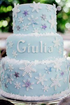veja como fazer um bolo de aniversário inspirado no filme frozen