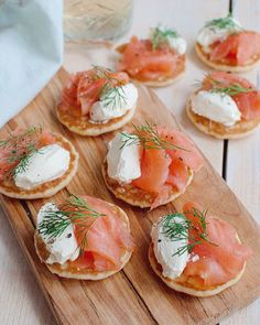 Recipe: 4 sandwiches for high tea – Savory Sweets Tea Snacks, Snacks Für Party, Savory Snacks, Kreative Snacks, Tapas, High Tea Food, Afternoon Tea Recipes, Mini Appetizers, Food Inspiration