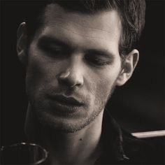 Klaus Mikaelson (Joseph Morgan) The originals Joseph Morgan, Tyler Joseph, Serie The Vampire Diaries, Vampire Diaries The Originals, Ian Somerhalder, Klaus Vampire, Klaus The Originals, The Mikaelsons, Klaus And Caroline
