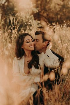 Jun 2019 - Engagement session outdoors in a field in Las Vegas with The Light and The Love Photography Couple Photoshoot Poses, Couple Photography Poses, Couple Shoot, Wedding Photoshoot, Love Photography, Creative Couples Photography, Maternity Photography Outdoors, Wedding Shot, Wedding Cakes