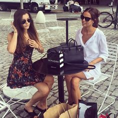 One Direction Girlfriends Eleanor Calder and Sophia Smith Join their Guys on Tour | Cambio
