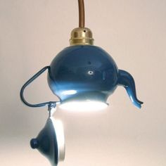 Make lampshades yourself - 30 inspiring crafting ideas- Lampenschirme selber machen – 30 inspirierende Bastelideen Lampshade on a retro teapot - - - Diy Hanging, Hanging Lights, Hanging Lamps, Luminaria Diy, Lamp Shades, Light Up, Diy Light, Light Style, Tea Lights
