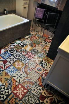 Articima Zementfliesen / cement tiles / Articima Patchwork Zementfliesen Ideas For Your Interior Chr Ideas Baños, Patchwork Tiles, Painting Tile Floors, Cool Rooms, Tile Patterns, Home Decor Inspiration, Small Bathroom, Diy Home Decor, Sweet Home
