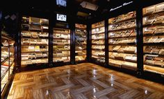 Quite a humidor Cigar Humidor, Cigar Bar, Pipes And Cigars, Cigars And Whiskey, Lounge Design, Design Design, Zigarren Lounges, Whisky Shop, Whisky Bar