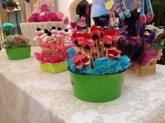 Celebraciones personalizadas. Mesa de golosinas para niños en comunión