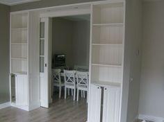 Ensuite deuren verschuilen achter inbouwkasten