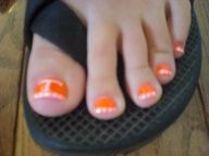 Tennessee Vol Toes nail design