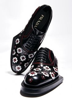 Modern Edge: Prada lace-up shoes. Modern Edge: Prada lace-up shoes. Leather Sneakers, Leather Men, Leather Boots, Lace Up Shoes, Me Too Shoes, Dress Shoes, Flower Shoes, Boating Outfit, Prada Men