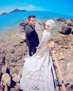 Oh wow  Stunning photo by @megapixel_aceh from Indonesia  Mua: @makeupbygadieza Wardrobe: @vinohairgallery . . . #indonesia  #prewedding #photographer #bridestory #prawedding #fotoprewedding #nikah #weddingku #thebridestory #weddingdress #hijabi #hijabsyari #hijabsyarie #weddingsyari #perkawinan #perkahwinan #resepsi #resepsipernikahan #hijabindonesia #hijabindo #pernikahan #akadnikah #hijabstyle #hijabstyleindonesia #muslim #hijabfashion #moslem #moslembride by muslimweddingideas