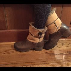 Leather & Fur Dansko Boots Excellent condition! Worn once! Leather Danskos with real fur upper lining! Super comfy and cute. It has a little button on the side. It is a size 37. It is a chestnut brown mixed with a camel brown color! ❄️ Dansko Shoes Winter & Rain Boots