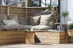 Corner bench for wooden balcony