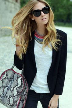 Chiara Ferragni looks super stylish in skinny jeans, a tee & blazer, accented with a statement necklace & bag.