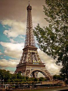 14914-2-Tour Eiffel seen by Lightroom 2.4 - Paris France The best postcard  巴黎 明信片 Parigi  Francia* エッフェル塔、パリ、フランス* 에펠탑, 파리, 프랑스 *Eyfel Kulesi, Paris, Fransa (over 7 000 views)