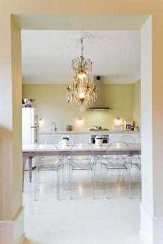 soy amante de este estilo, me gusta combinar lo moderno con muebles o candiles antiguos , le da personalidad a cualquier espacio.