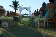 Em clima praiano, Theo Becker se casa com a médica Raphaela Lamim