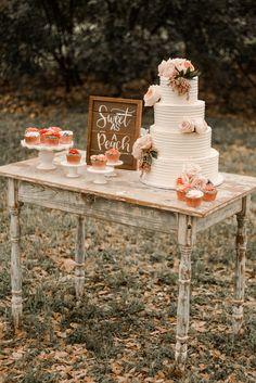 Wedding Cake Rustic, Cool Wedding Cakes, Chic Wedding, Blue Wedding, Fall Wedding Desserts, Pink Dessert Tables, Wedding Party Shirts, Wedding Dresses, Simple Weddings