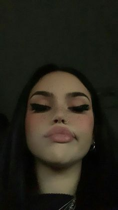 Meh November 15 2019 at fashion-inspo Maggie Lindemann, Edgy Makeup, Makeup Inspo, Edgy Girls, Snapchat Girls, Alternative Makeup, Creative Makeup Looks, Selfie Poses, Grunge Girl