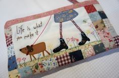 cute pillow idée de modèle Quilt Stitching, Applique Quilts, Free Machine Embroidery, Machine Quilting, Small Quilts, Mini Quilts, Sewing Crafts, Sewing Projects, Fabric Embellishment