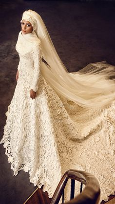 Model 15048 TESETTUR TESETTUR LACE - CUTTING - OFF SIDE - LONG SLEEVE - TAIL Bridesmaid Dresses