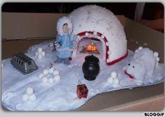 J'ai enfin fini mon centre de table pour noel, je vous présente l'iglo ,une boule de polystyrène coupé en deux, recouvert de neige, de paillettes, de stickers flocons de neiges, et pour donner ...