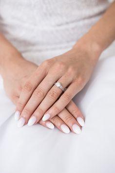 Nevesta, svadba a čakanie na ženícha. - Svadba Wedding Rings, Engagement Rings, Jewelry, Fashion, Enagement Rings, Moda, Jewlery, Jewerly, Fashion Styles