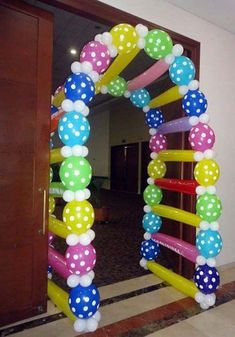 Creative Ideas About Decorating Balloons for a Birthday Balloon Columns, Balloon Arch, Ballon Arrangement, Deco Ballon, Balloon Crafts, Balloon Animals, Baby Party, Red Party, Holidays And Events
