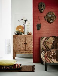 Winter trend: Modern Nomad - with Ethnic designs, warm colours, a Kelim Chair, carpets and pillows.