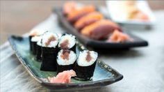 Máte rádi sushi a vždy jste se ho toužili naučit sami připravovat? Teď je ten ideální čas, protože pro vás máme videorecept přímo od Zdeňka Pohlreicha. A spolu s ním to zvládnete levou zadní.
