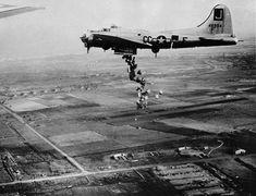 B 17, Ww2 Aircraft, Military Aircraft, Ww2 Photos, Ww2 Planes, Nose Art, Military History, World War Ii, Wwii