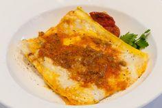 Lasagne alla bolognese con ragù gratinate Wine Bar, Bolognese, Pizza, Cheese, Ethnic Recipes, Food, Rook, Lasagna, Essen