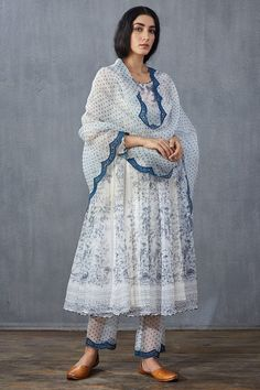 Embroidery Designs, Embroidery Suits Design, Hand Embroidery, Casual Indian Fashion, Indian Fashion Dresses, Pakistani Dresses Casual, Pakistani Dress Design, Anarkali, Churidar