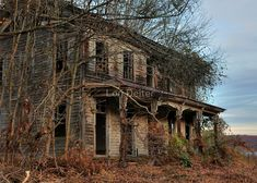 Old Abandoned Buildings, Abandoned Property, Old Buildings, Abandoned Places, Abandoned Castles, Old Mansions, Abandoned Mansions, Creepy Houses, Haunted Houses