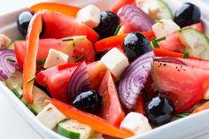 La seule et unique...la salade grecque Fruit Salad, Salad Recipes, Salads, Snacks, Vinaigrette, Decor, One And Only, Yummy Recipes, Cooking Recipes